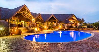 Zulu Nyala Safari Game Lodge Ethnic Styled Suites & Pool deck